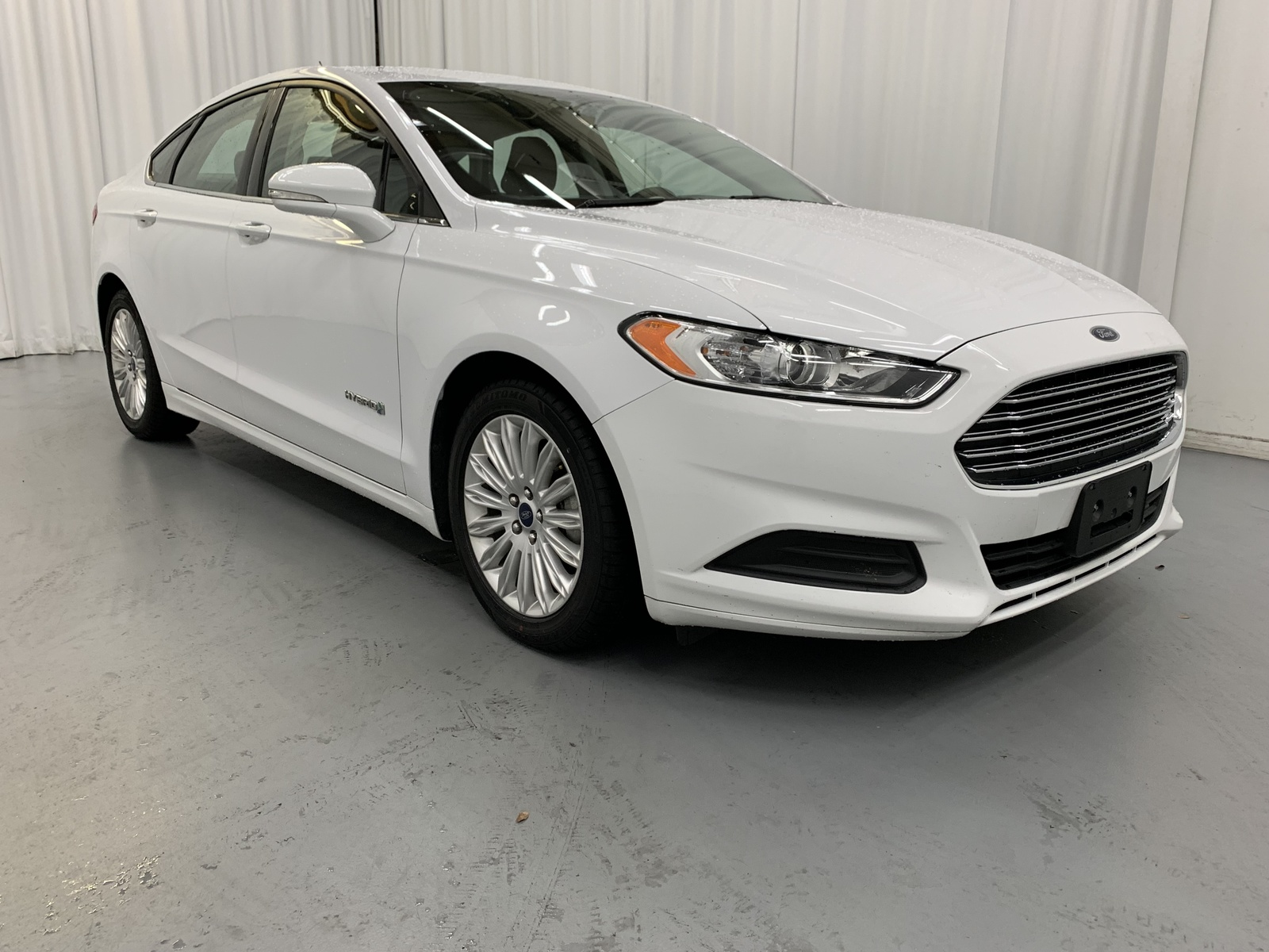 Pre-Owned 2016 Ford Fusion Hybrid SE Hybrid